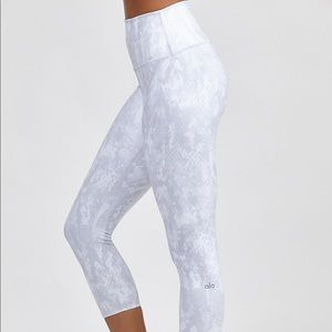 Alo - Highwaist Airbrush Capri